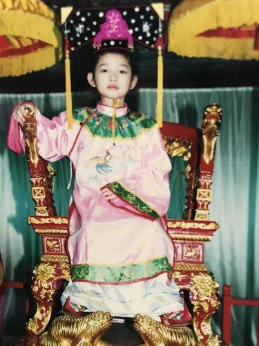 Tina mengaku sebagai keluarga bangsawan atau putri kerajaan agar tak diganggu lagi oleh teman-temannya