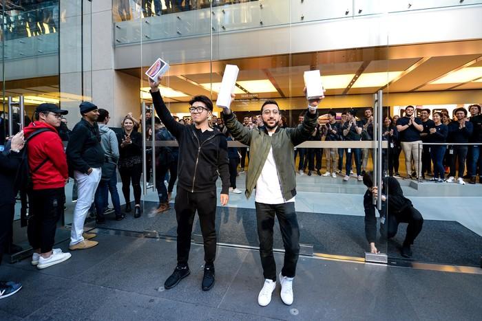 Ini pemilik iPhone XS pertama di dunia. Foto: Reuters