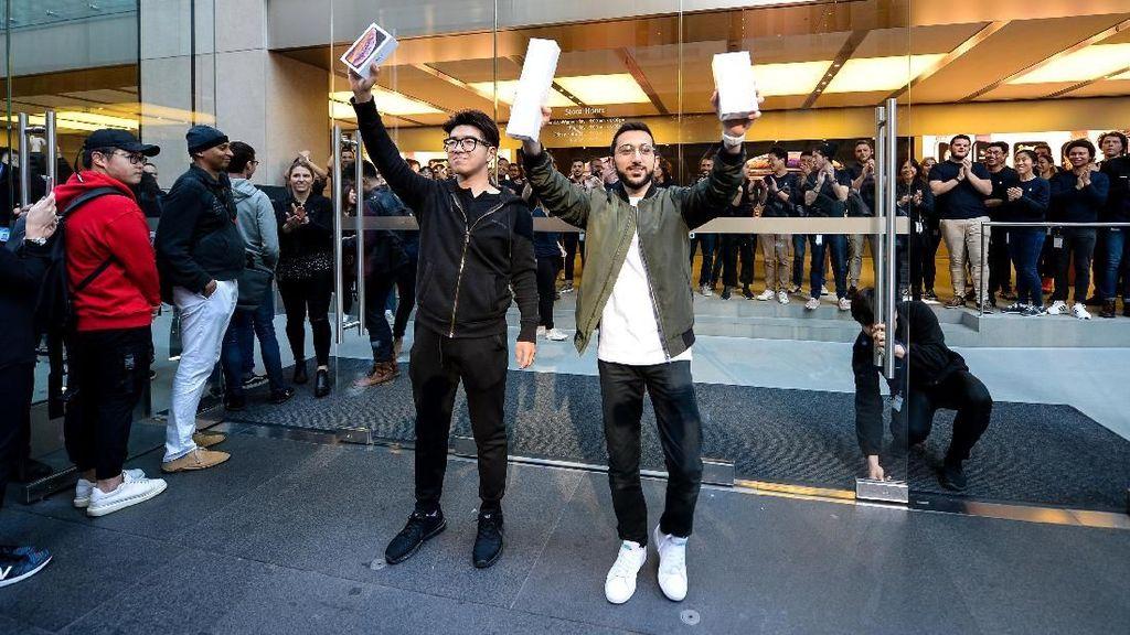 Ini Pemilik iPhone XS Pertama di Dunia