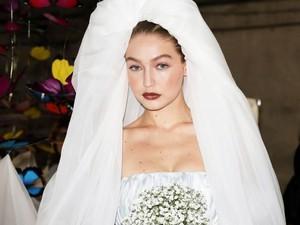 Cantik Bergaun Nikah, Gigi Hadid Panik Calon Suami Tak Datang