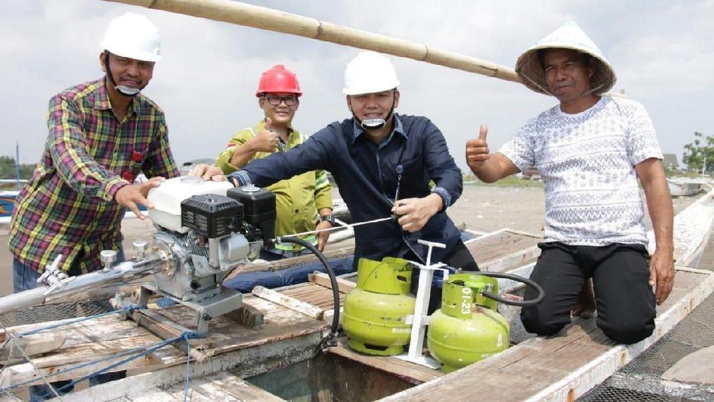 Bantu Nelayan Takalar, Pemerintah Bagikan 953 Konverter Kit