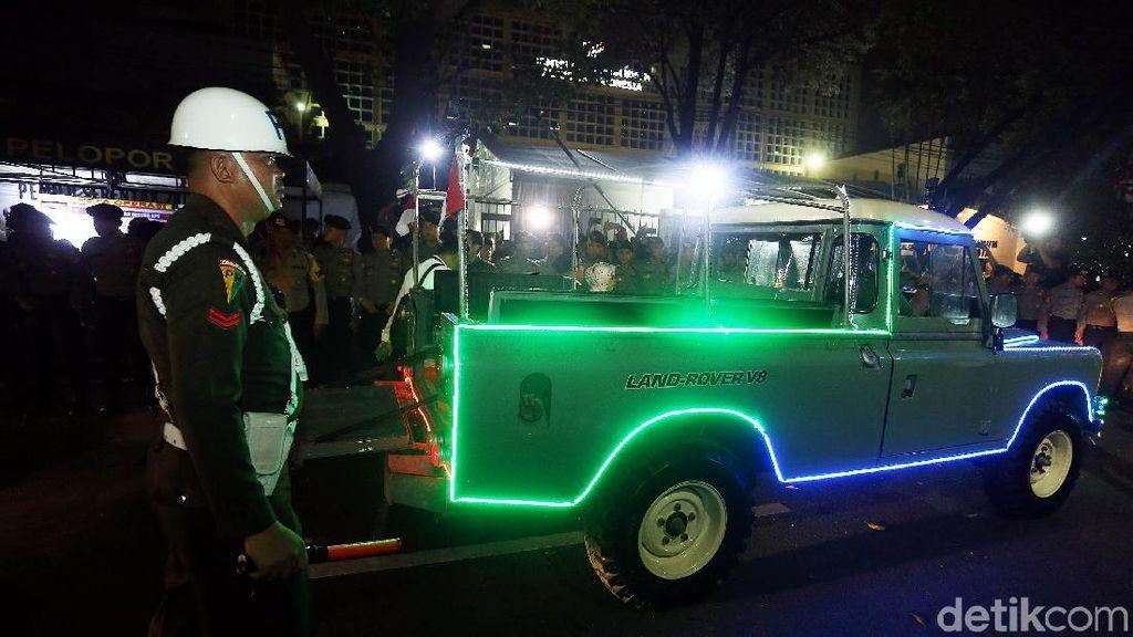 Ini Land Rover Klasik Tunggangan Jokowi-Maruf ke KPU