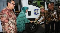 Terima Alat Berat untuk Cegah Banjir, Risma: Surabaya Seperti Nederland