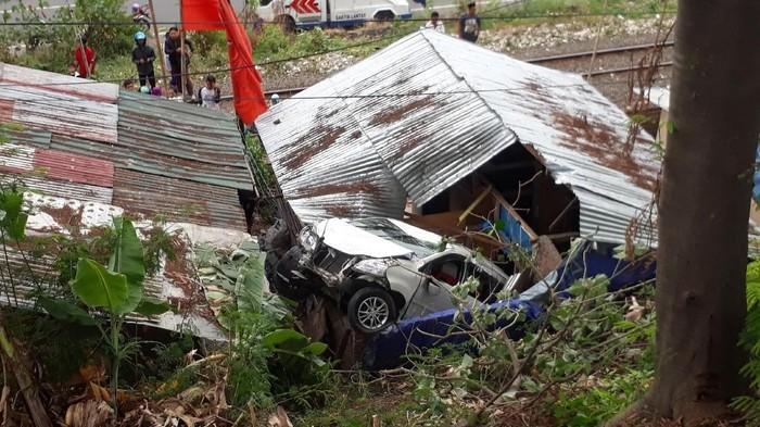 Foto: Kecelakaan Xenia (iqbal/detikcom)