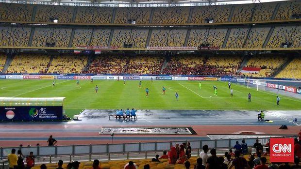 Hujan turun di Stadion Bukit Jalil saat Timnas Indonesia U-16 mengalahkan Iran.