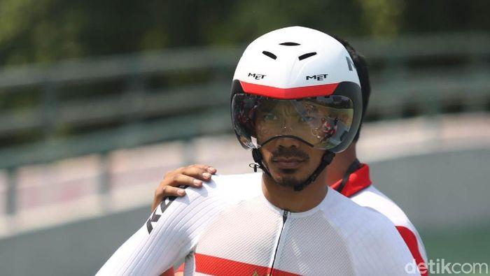 M. Fadli Imammuddin menyegel medali emas Asian Para Games 2018. Dia finis terdepan di nomor 4000 meter individual pursuit C4 (tunadaksa).(Agung Pambudhy/detikSport)