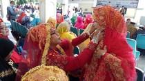 Foto: Cetar! Gaya Emak-emak dari Sulsel Dandan Saat Pulang Haji