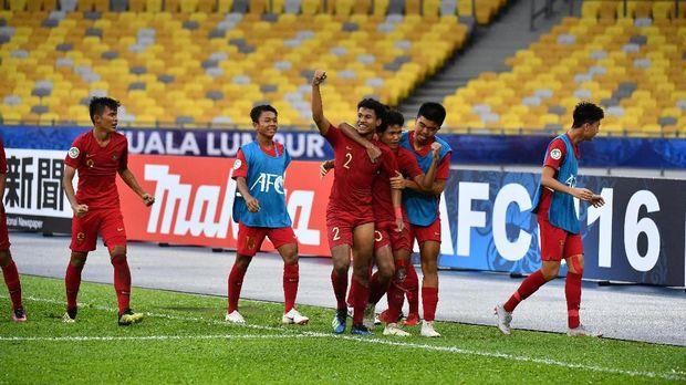 Bagas Kaffa (tengah) mencetak gol kedua Timnas Indonesia U-16 ke gawang Iran. (