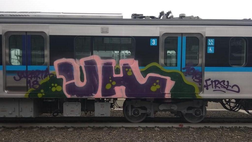 Bos MRT Murka Kereta Baru Dicoret-coret
