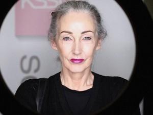 Nenek Cantik 58 Tahun Ini Jadi Model Katalog Pakaian Dalam Tanpa Edit