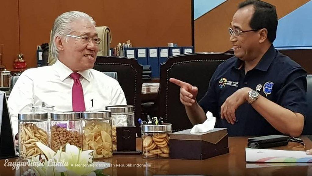 Menteri Perdagangan Enggartiasto Ternyata Sering Ke Pasar dan Doyan Keripik