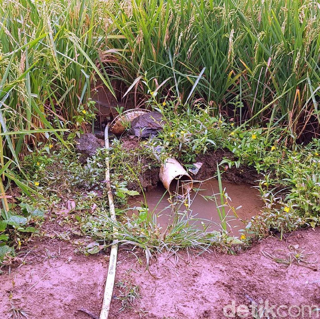 Derita Warga Minum Air Selokan di Sekitar Tambang Semen