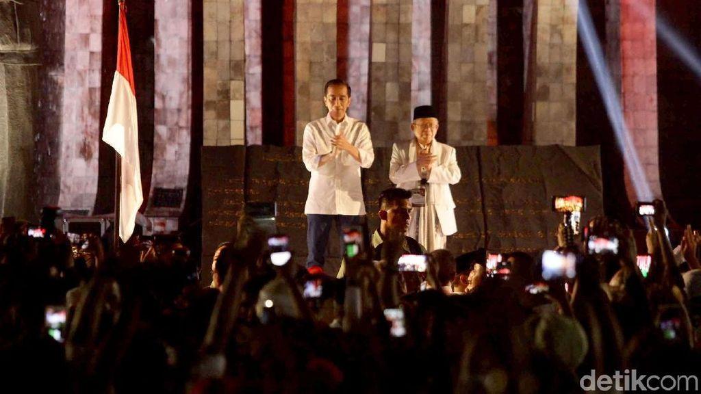 Saat Jokowi Goyang Dua Jari Bareng Relawan