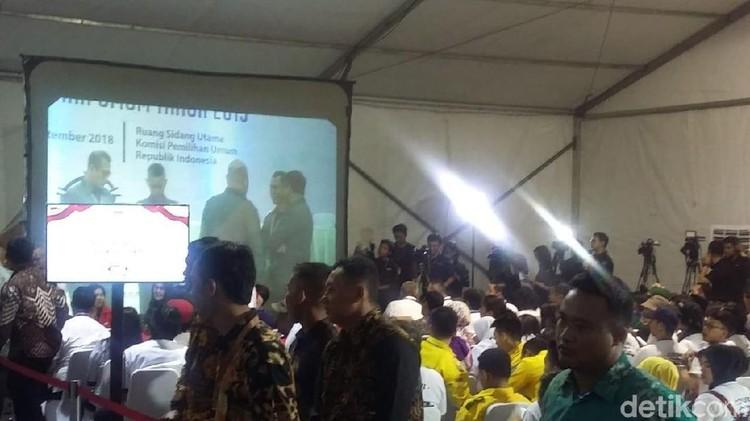 Pendukung Jokowi Prabowo Saling Lempar Yel-yel di KPU