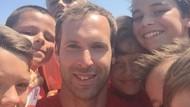 Petr Cech, Kiper Arsenal yang Akrab dengan Anak-anak