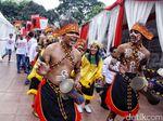 Gaya Para Relawan Jokowi dii Tugu Proklamasi