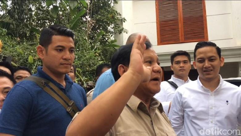 Prabowo Tiba di Kediaman, Langsung Sapa Relawan