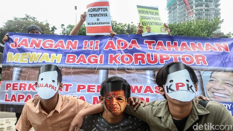 Aksi Demo Tolak Sel Mewah untuk Koruptor