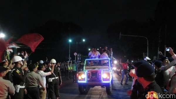 Uniknya Land Rover Klasik Jokowi-MaRufAmin saat ke KPU