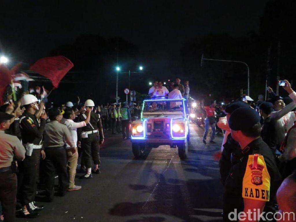 Video: Momen Jokowi ke KPU dan Berdiri di Atas Land Rover