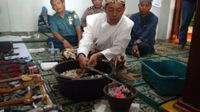 Permalink to Begini Ritual Cuci Benda Pusaka Keraton Kaprabonan Cirebon