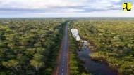 Bangga! Jalan Perbatasan di Kalimantan, NTT, dan Papua Dibangun