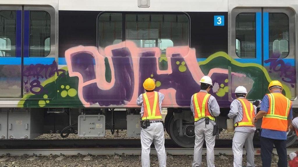 Kereta MRT Dicoret-coret, Menhub: Kejar Pelaku Sampai Ketemu!