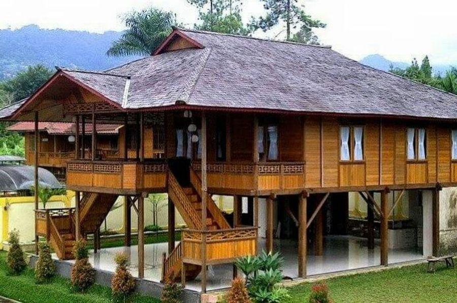 Seperti ini rumah panggung yang dibangun di Bima. Bagi masyarakat Bima, membangun rumah harus memilih Panggita, arsitek berpengalaman dan berakhlak mulia atau loa ra tingi dalam istilah bahasa Bima (Alan Malingi/istimewa)