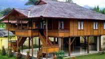 Pembangunan Rumah Tradisional Suku Mbojo yang Tak Biasa