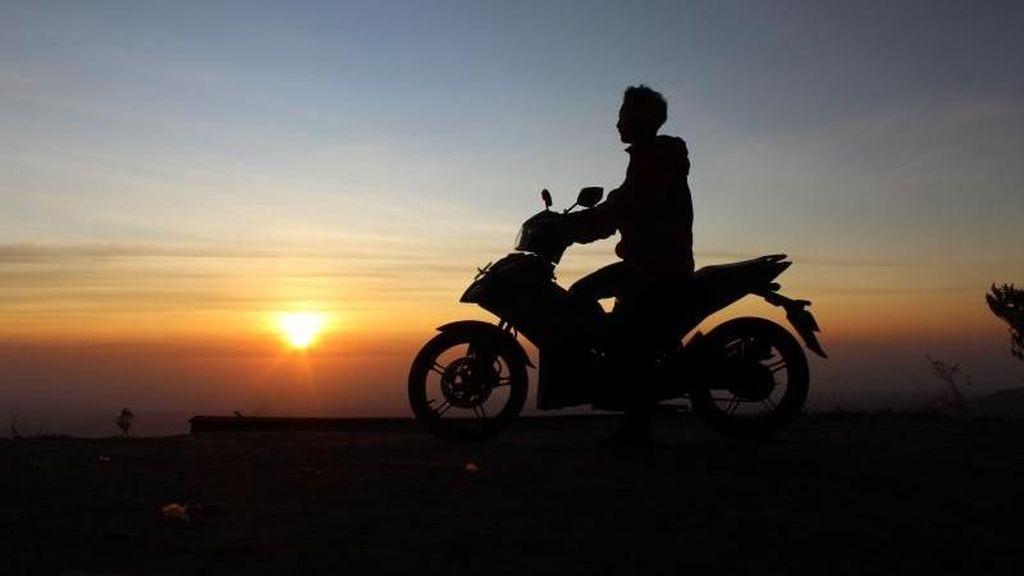Berburu Sunrise di Gunung Telomoyo