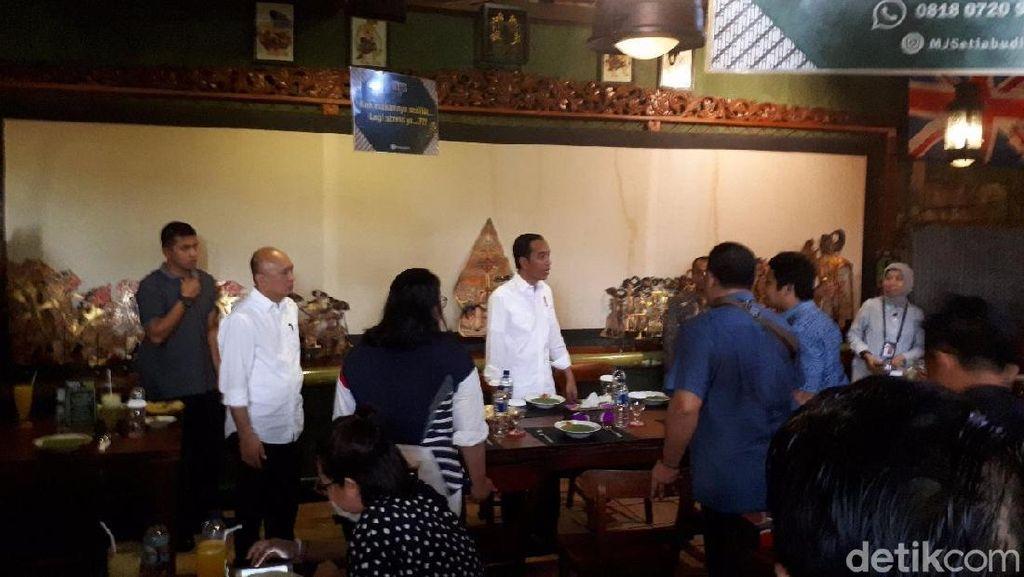 Jokowi Makan Siang di Restoran Jawa di Jaksel