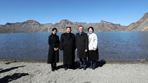 Saat Kim Jong-Un dan Moon Jae-In Ada di Danau Surga