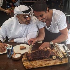 Selain Presiden Venezuela, Ini 7 Tokoh Dunia Ini Juga Makan Steak Mahal Salt Bae