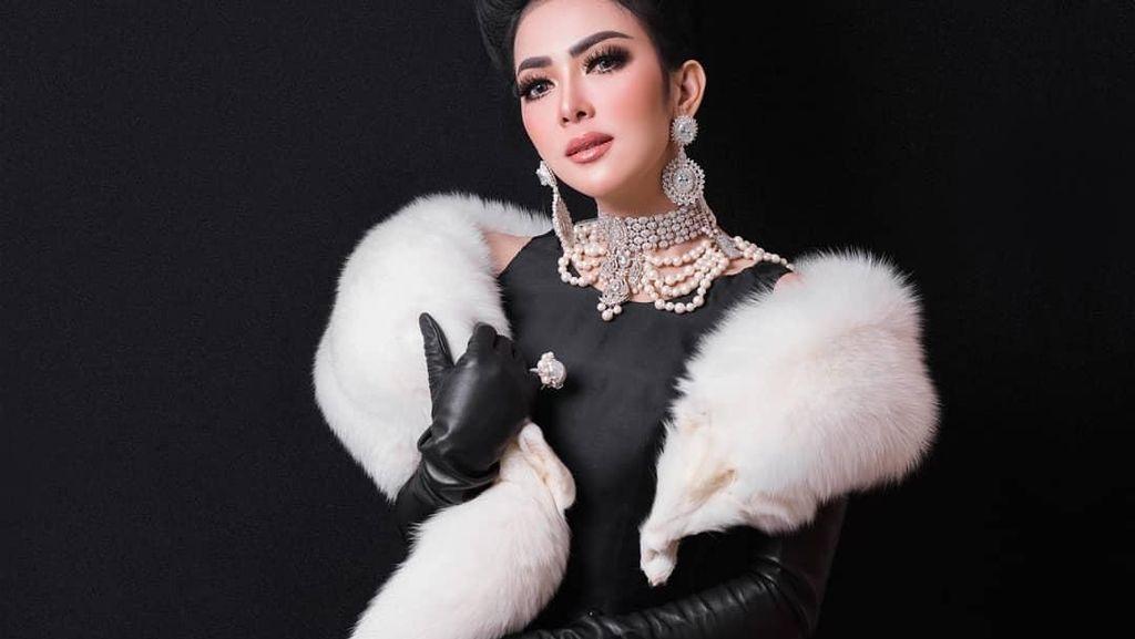 Detail Kostum Megah Syahrini di Konser 10 Tahun Jambul Khatulistiwa