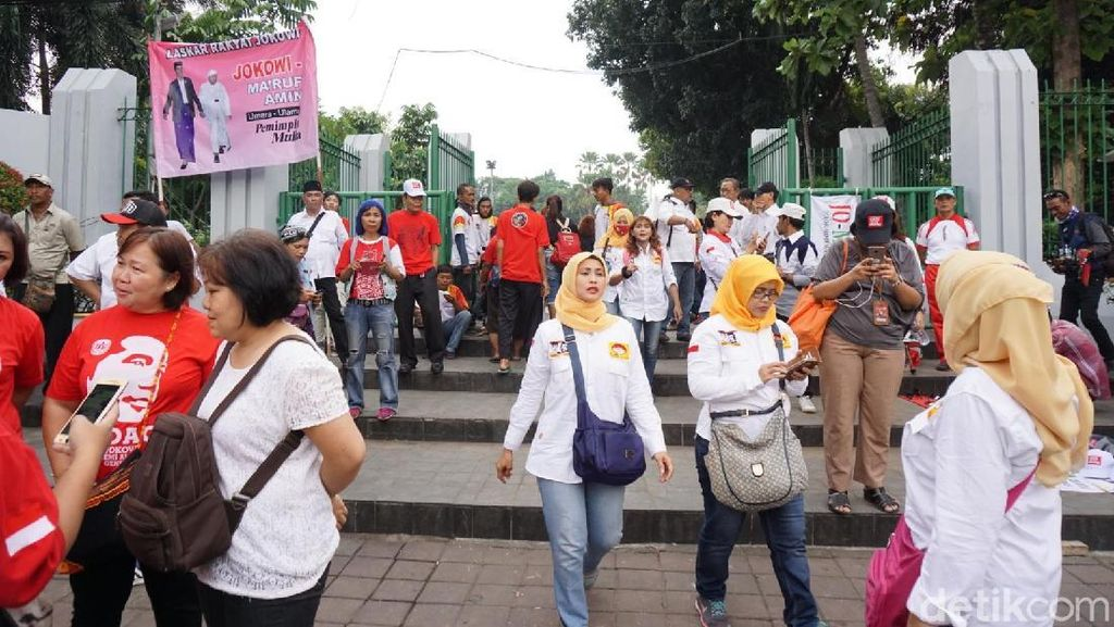 Pendukung Jokowi-Maruf Mulai Datangi Tugu Proklamasi