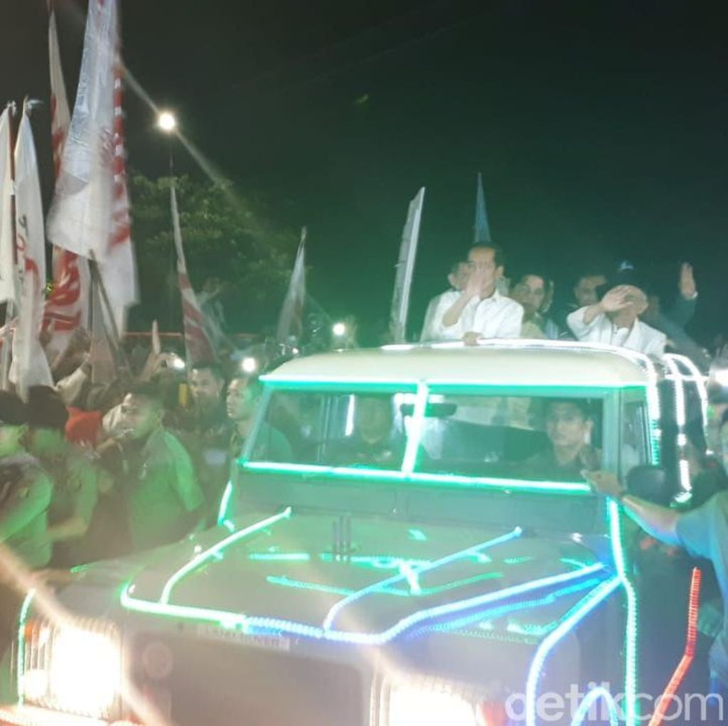 Wiro Sableng dan Iron Man Antar Jokowi-Maruf ke KPU