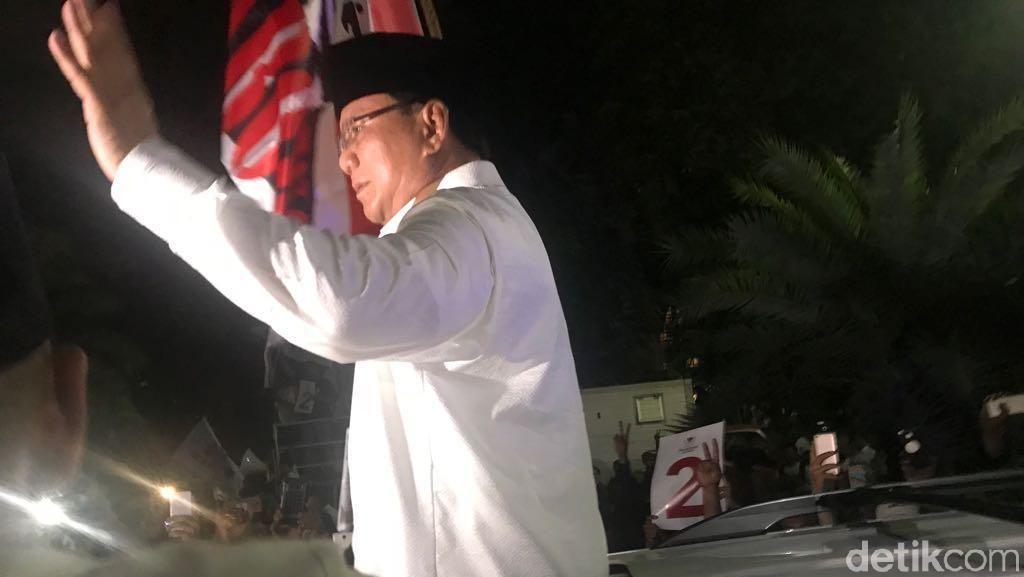 Prabowo Tinggalkan KPU Diiringi Lagu 2019 Ganti Presiden