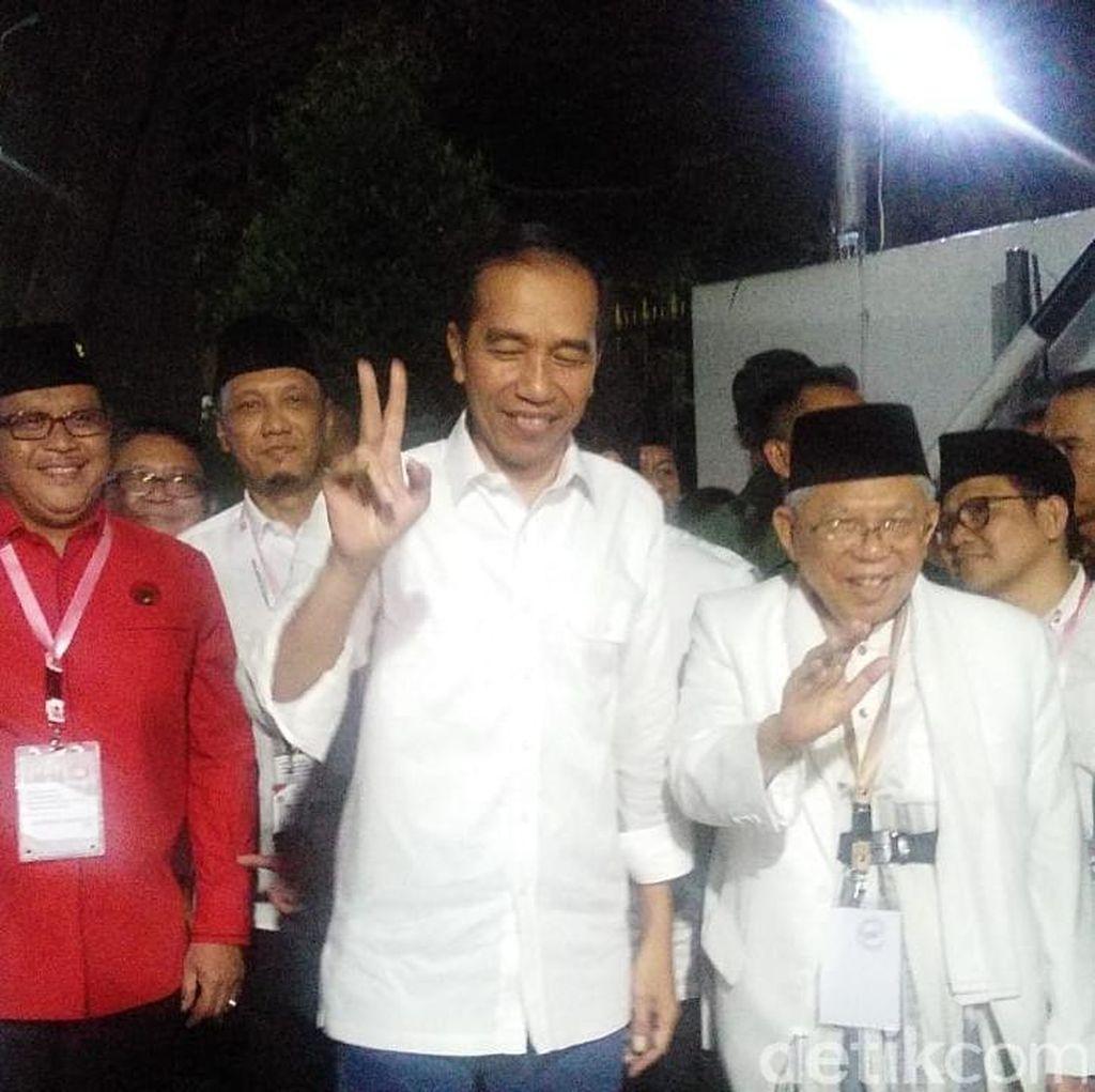 Jokowi Pose 1 dan 2 Jari Saat Tiba di KPU