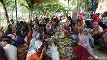 Ramai-ramai Warga Ziarahi Makam Ki Mandung Penyebar Islam di Ungaran