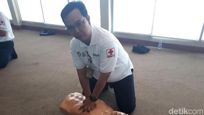 Pertolongan pertama pada korban tidak sadarkan diri. Foto: Widiya Wiyanti/detikHealth
