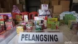 BPOM amankan obat tradisional ilegal dengan nilai sebesar 15,7 M di daerah Jakarta Utara. Berikut beberapa foto dari produk ilegal tersebut.