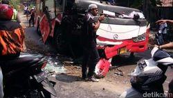 Tali Penarik Putus, Bus Mundur Tewaskan Warga yang Tonton Evakuasi