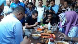 Makan Soto Pinggir Jalan, Sandiaga Sebut UKM Tahan Krisis