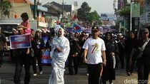 Aksi Ribuan Guru Honorer di Purwakarta, Pocong pun Ikut Longmarch