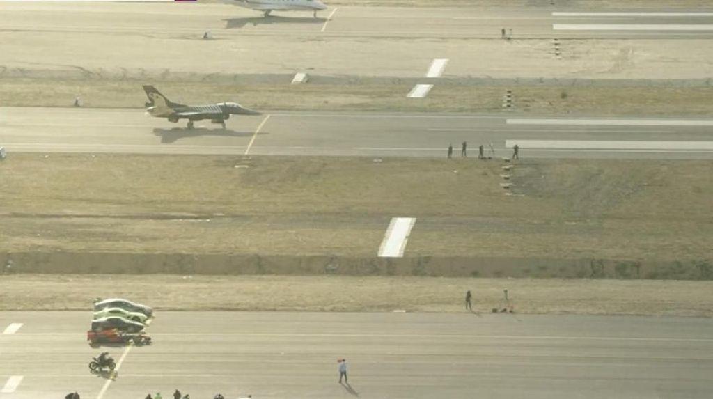 Mobil-mobil yang Beradu Cepat dengan Pesawat Terbang