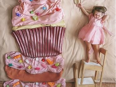 Tahu nggak, Bun? Cupcake besar ini tersusun dari sarung bantal dan seprai lho. (Foto: Instagram @sienna.and.i)