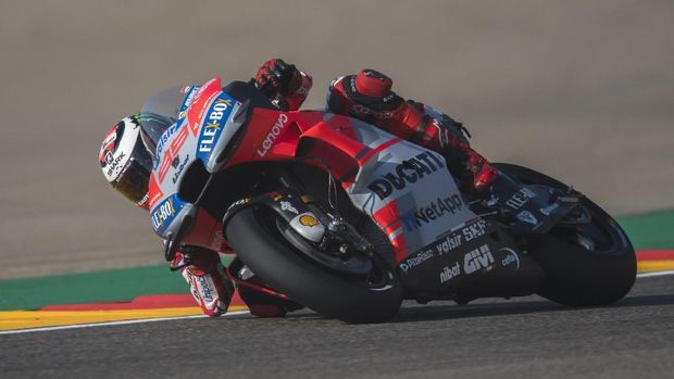 ALCANIZ, SPAIN - SEPTEMBER 21:  Jorge Lorenzo of Spain and Ducati Team rounds the bend during the MotoGP of Aragon - Free Practice at Motorland Aragon Circuit on September 21, 2018 in Alcaniz, Spain.  (Photo by Mirco Lazzari gp/Getty Images)