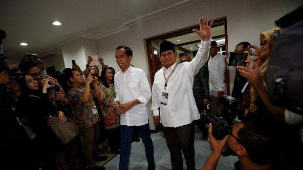 Jelang Debat: Ma'ruf Perhatikan Waktu, Sandi Ogah 'Menyerang'