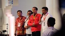 Saat Jokowi Ngobrol Bareng Alumnus UGM yang Ngutang di Warung