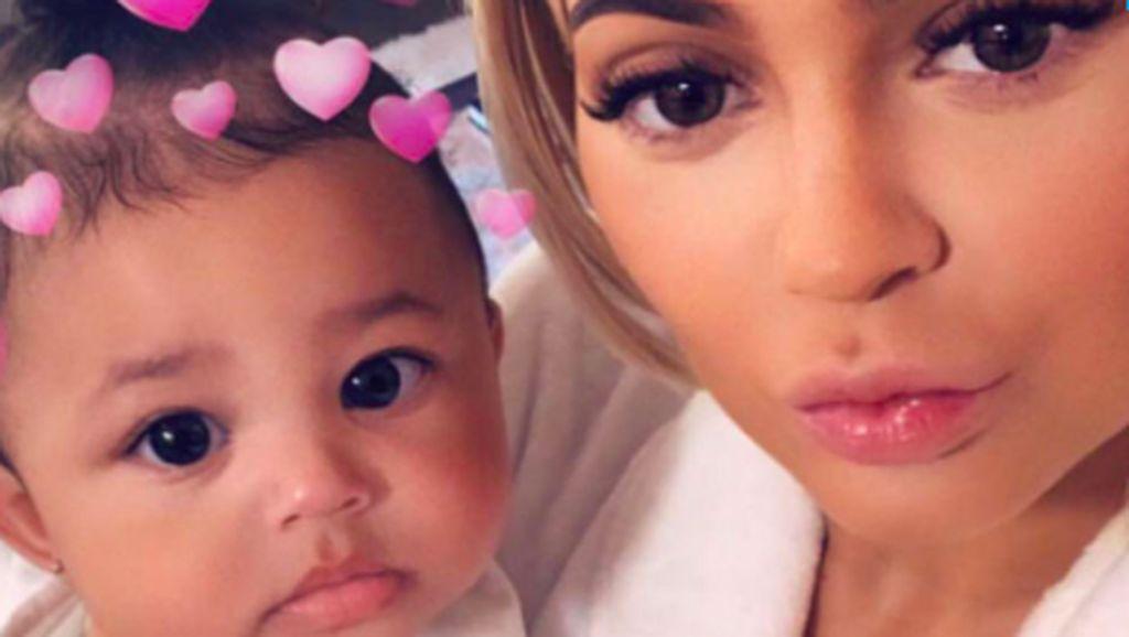 Foto-foto Menggemaskan Putri Kylie Jenner, Stormi Webster